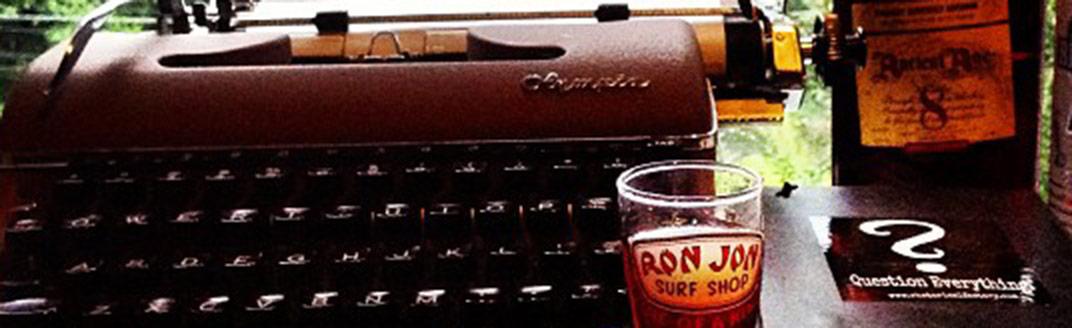 machine à écrire et bière